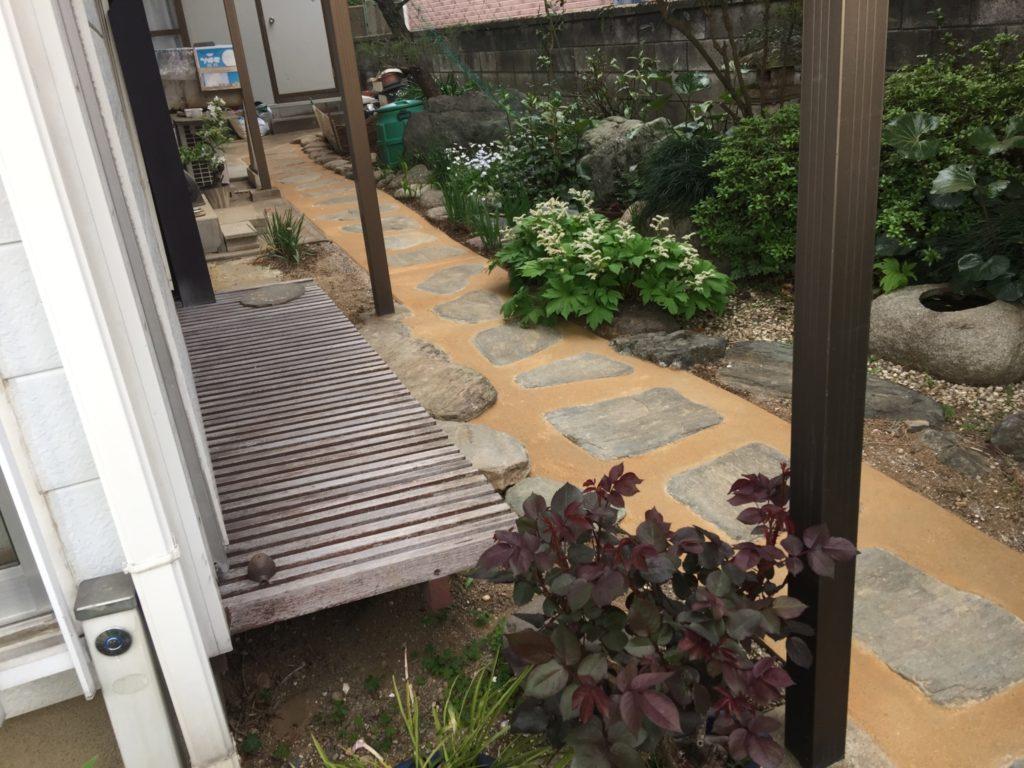 お庭をゆっくり巡り歩きたいという奥様のための遊歩道|埼玉県深谷市 I様邸の外構工事
