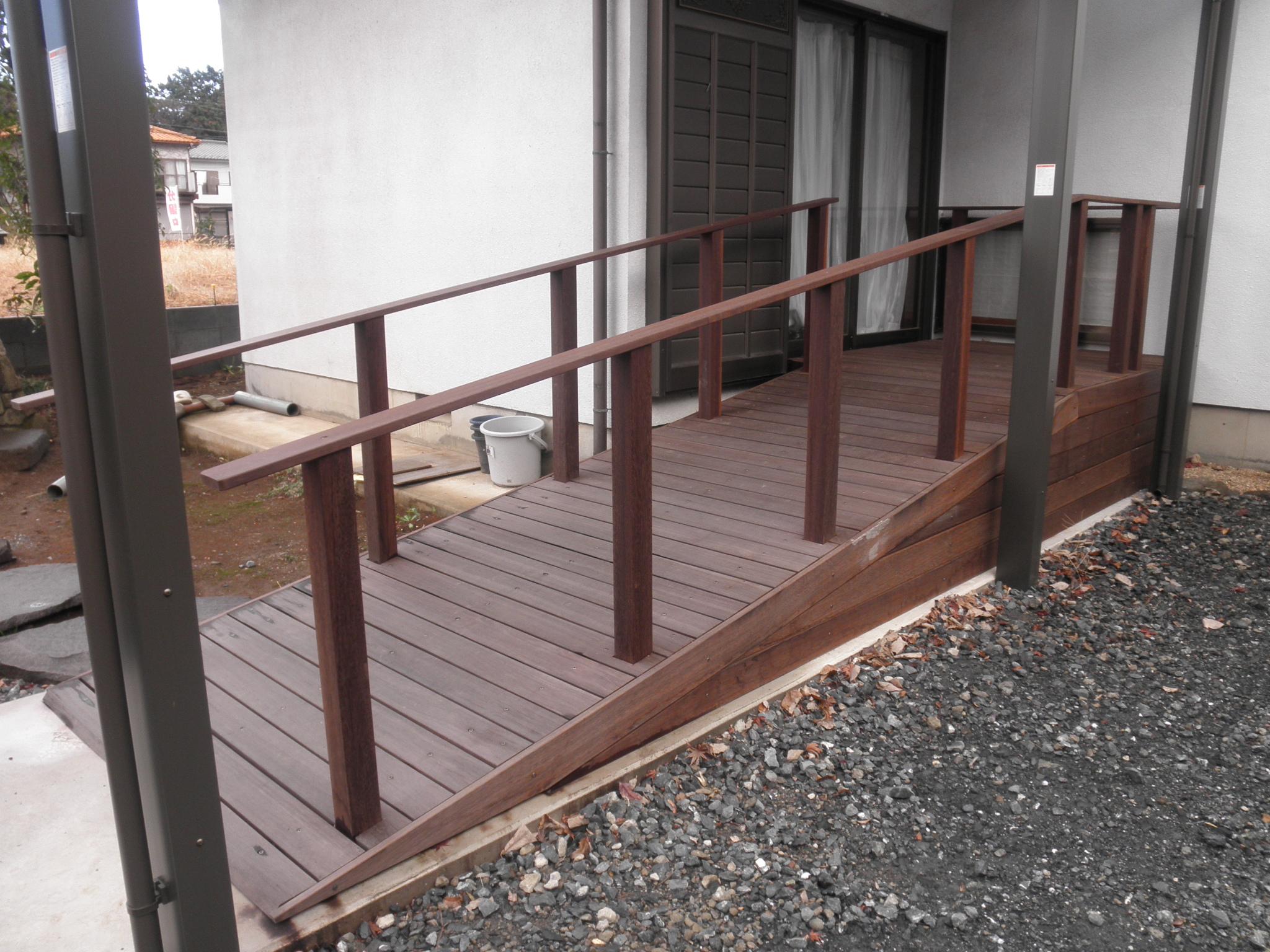 車椅子の為の木製スロープ|埼玉県坂戸市 I様邸の福祉住環境整備