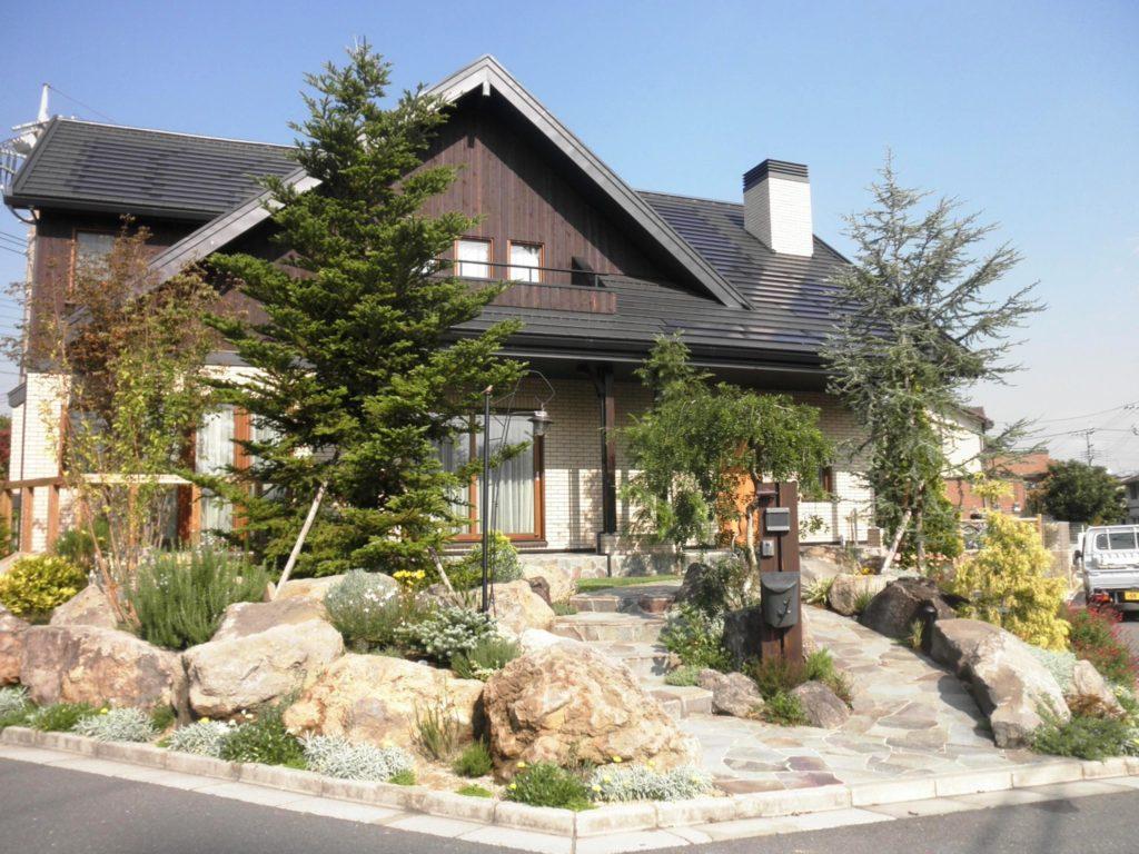 ロックガーデン 針葉樹を中心に|埼玉県蓮田市 N様邸の外構、エクステリア、植栽工事