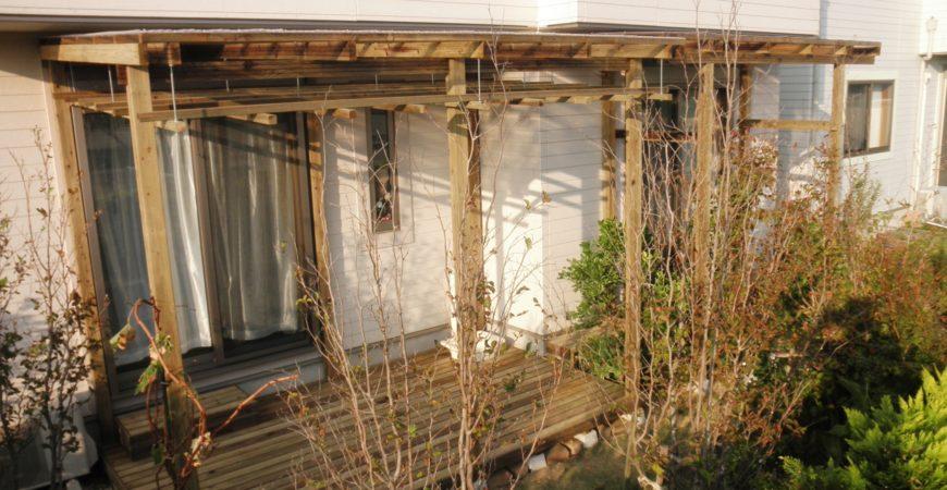 ぶどう棚付きデッキと物干し場|大里郡美里町 S様のエクステリア、植栽工事