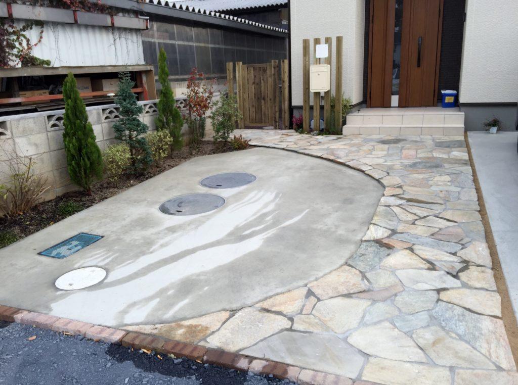 天然石乱貼りアプローチ|埼玉県本庄市 U様邸の外構、エクステリア、植栽工事