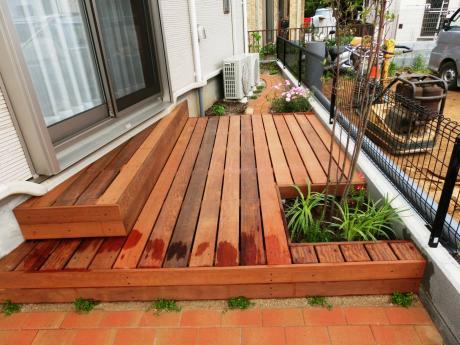 イタウバ材のウッドデッキ|埼玉県所沢市 H様のエクステリア、植栽工事