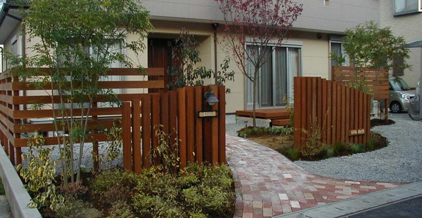 レンガとウリン、植物でまとめたナチュラルなエントランス|秩父郡横瀬町 E様邸 エクステリア、植栽工事
