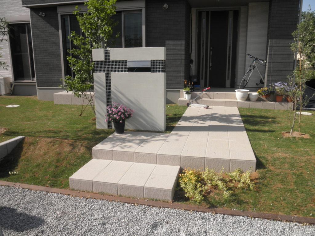 モダン&グリーンタイルを使ったフロント|埼玉県さ熊谷市 I様邸の外構、エクステリア、植栽工事