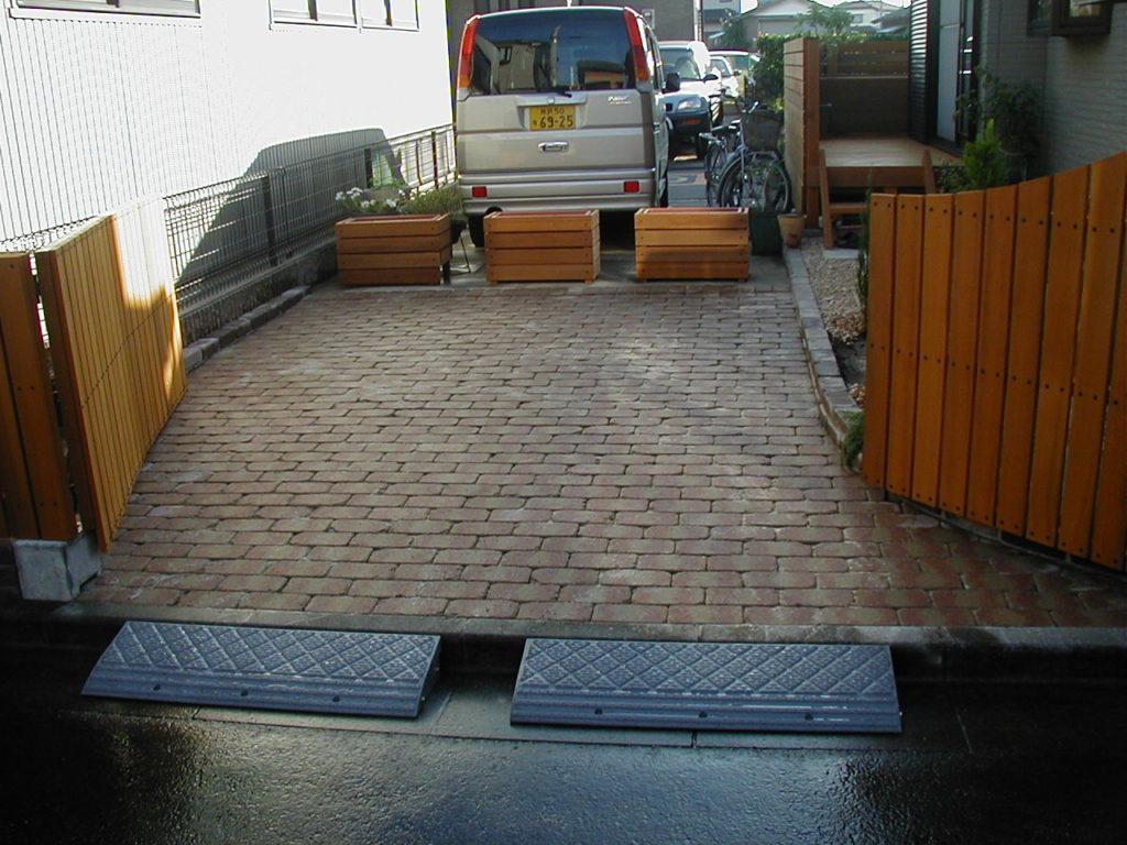 レッド・シーダー材とベイク・ブリックの庭|埼玉県狭山市 H様邸 外構、エクステリア、植栽工事