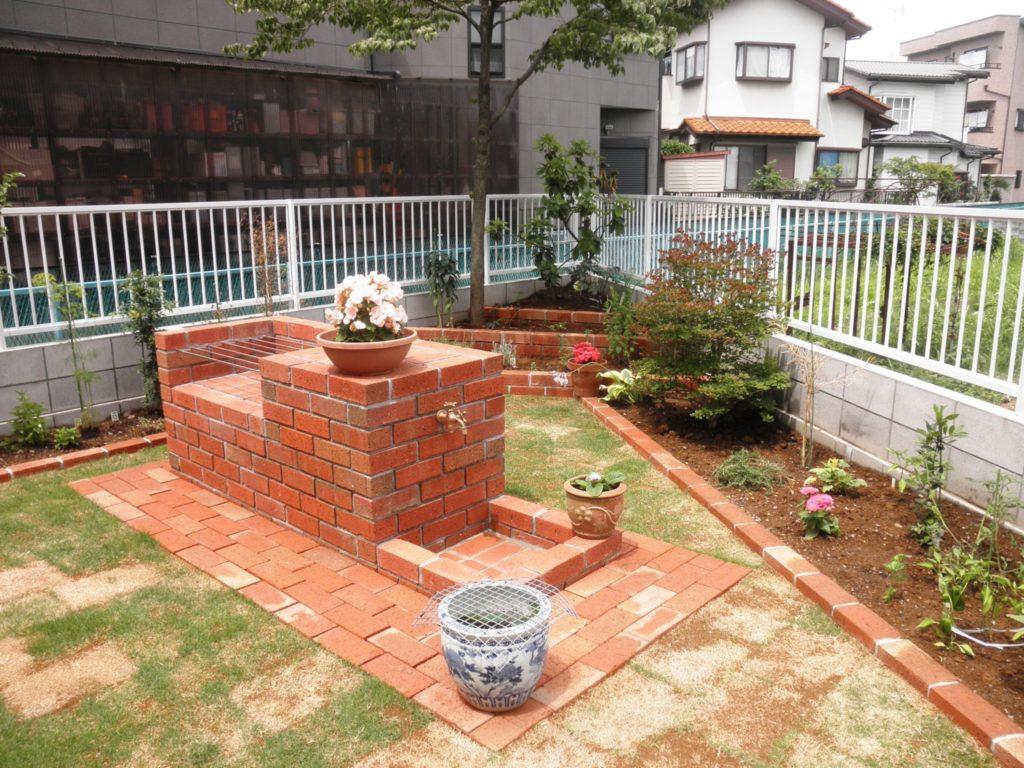 レンガの花壇とバーベキューグリル|埼玉県さいたま市 M様邸の外構、植栽工事