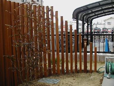 ウリンのスリット・フェンスと水栓|埼玉県深谷市のK様邸のエクステリア・植栽工事