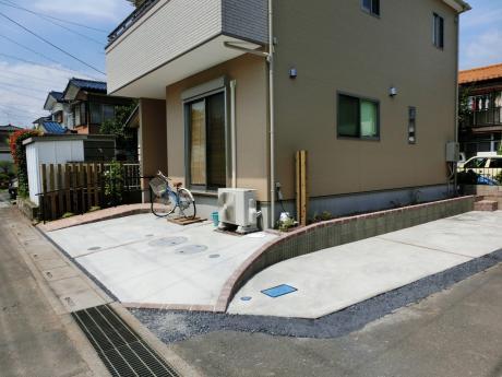 高さを変えた2段式ガレージ|埼玉県入間郡 M様邸の外構、エクステリア、植栽工事