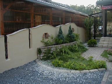 流れるラインの化粧塀|秩父郡小鹿野町 S様邸の外構、エクステリア、植栽工事