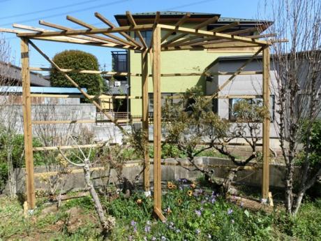 手作りの木製パーゴラ|埼玉県熊谷市 M様邸のエクステリア、植栽工事