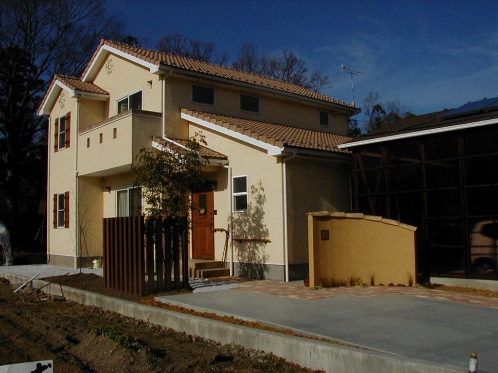 お洒落な建物に合わせたシンプル・エントランス|埼玉県秩父市 K様邸 外構、エクステリア、植栽工事