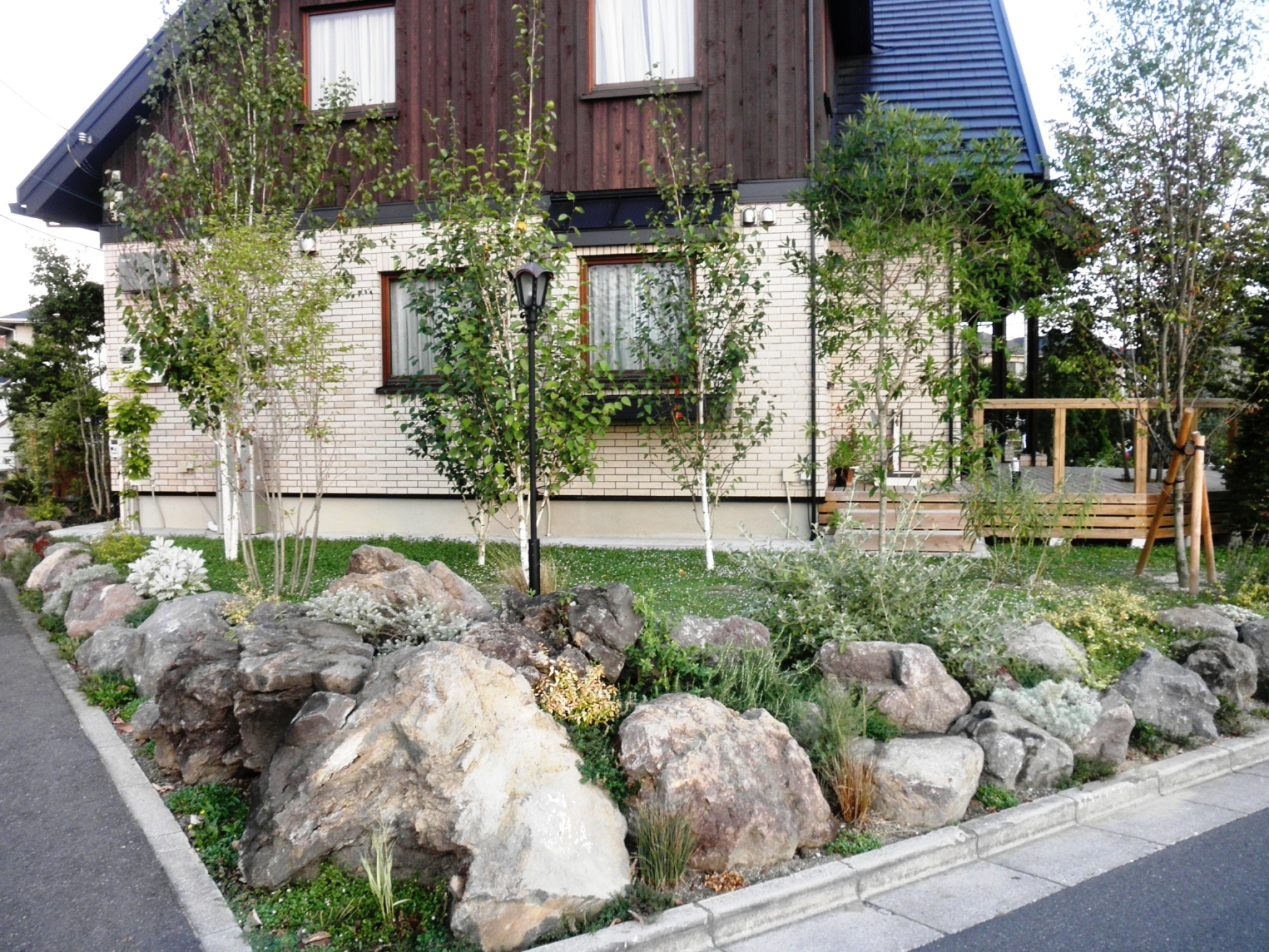 ロックガーデン 落葉樹の林|埼玉県蓮田市 N様邸の外構、エクステリア、植栽工事