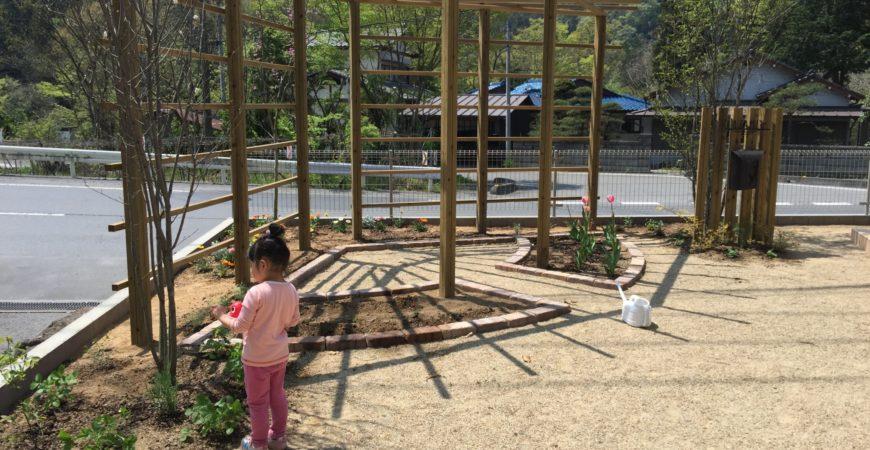 独立型パーゴラを中心に据えた庭|埼玉県秩父郡 A様邸の外構、エクステリア、植栽工事