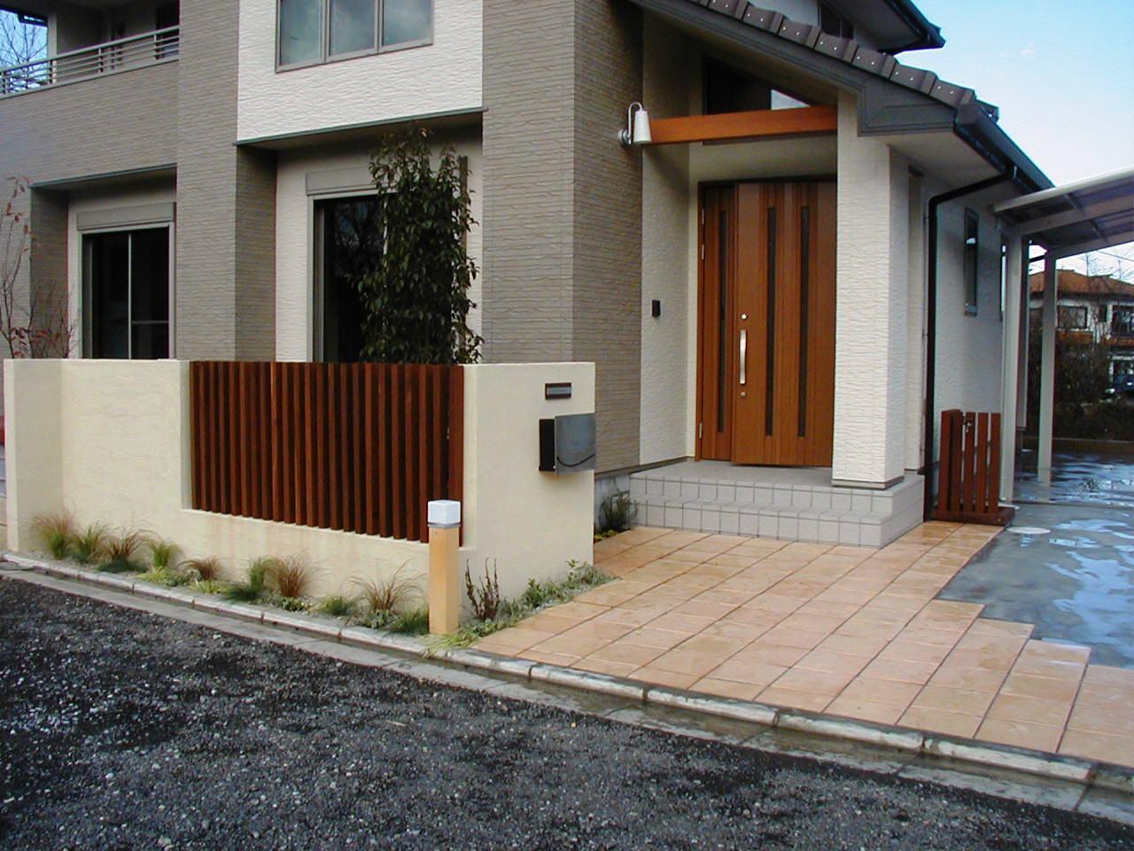 ウリン・スリットの門柱|埼玉秩父市 A様邸の外構、エクステリア、植栽工事