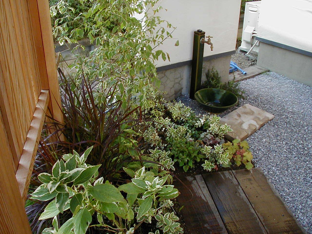 ウリン枕木と和風坪庭|埼玉県鴻巣市 O様邸のエクステリア、植栽工事