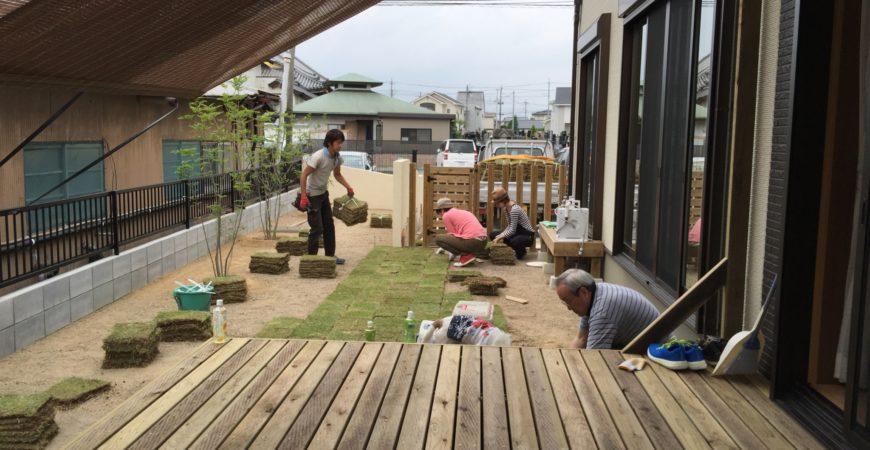 ウッドデッキを増築 オーニングと芝張りはサービスにて|埼玉県本庄市 U様邸のウッドデッキの増築工事