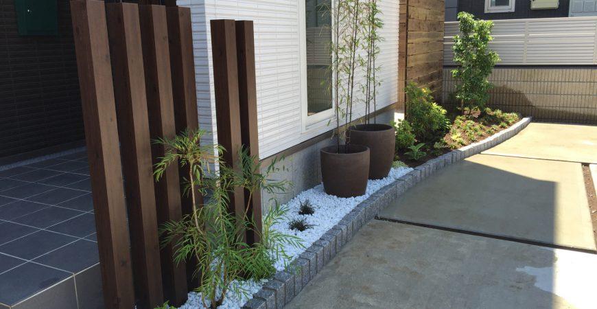 シンプルな和モダンのエントランス|上尾市K様邸のエクステリア、外構、植栽工事