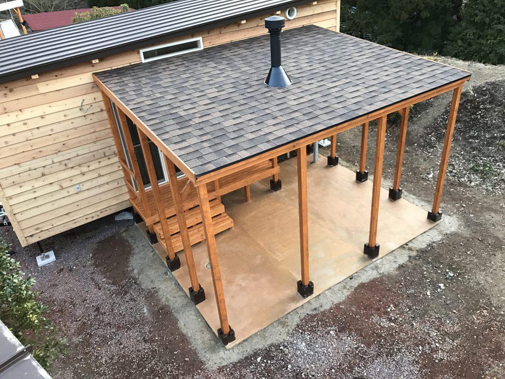 屋根付きウッドデッキ&バーベキューコーナー