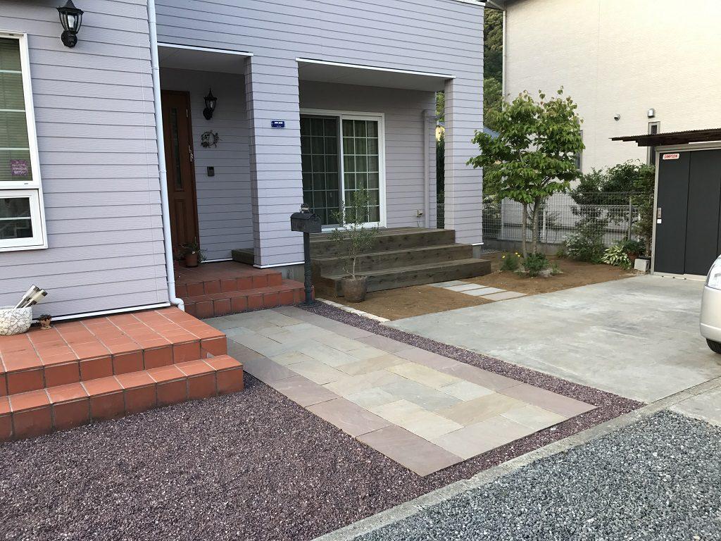 アプローチとウッドデッキの改修工事|埼玉県秩父郡長瀞町のS様邸のエクステリア