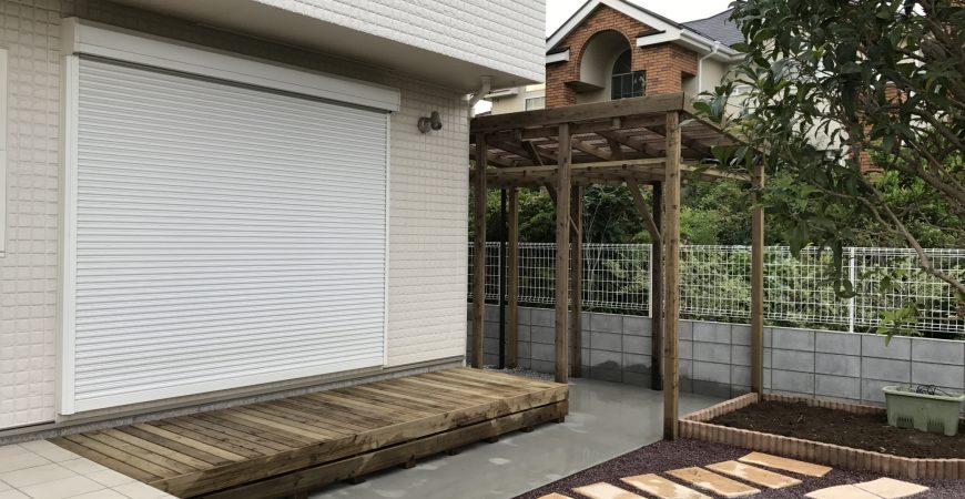菜園に隣接した「ぶどう棚付きサイクルポート」 | 埼玉県北本市のK様邸の外構工事・エクステリア
