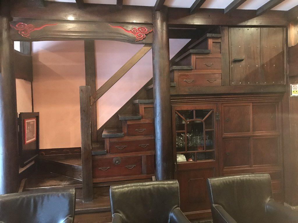 古民家内のレストラン