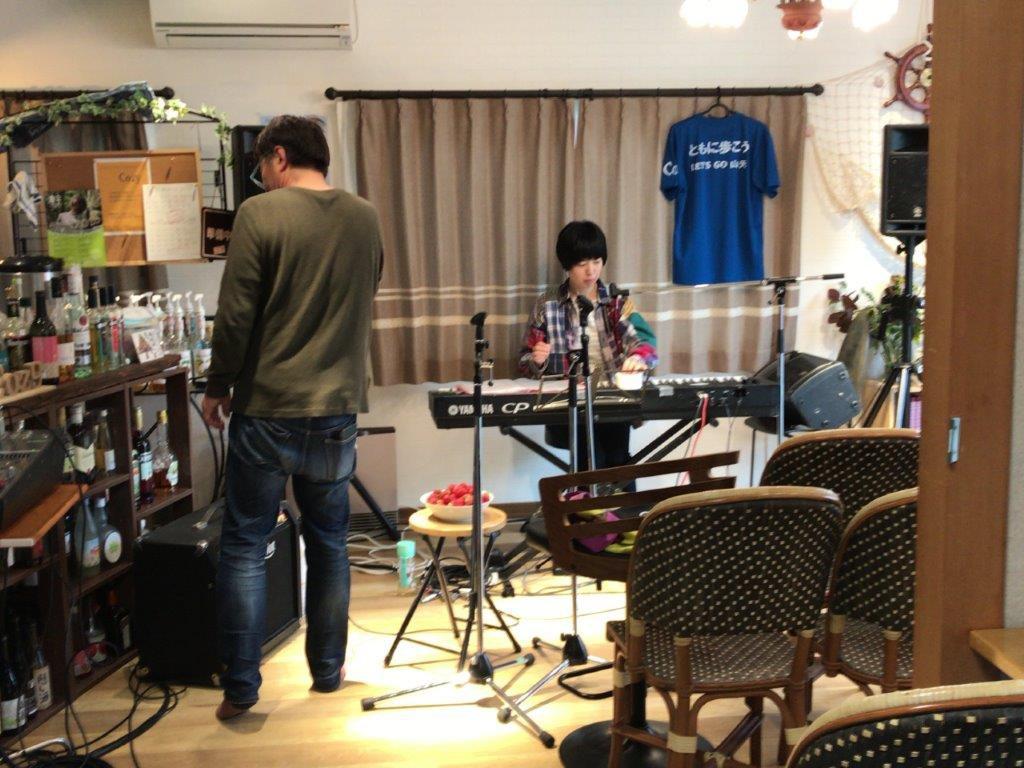 幹mikiさんによるカフェライブツアー