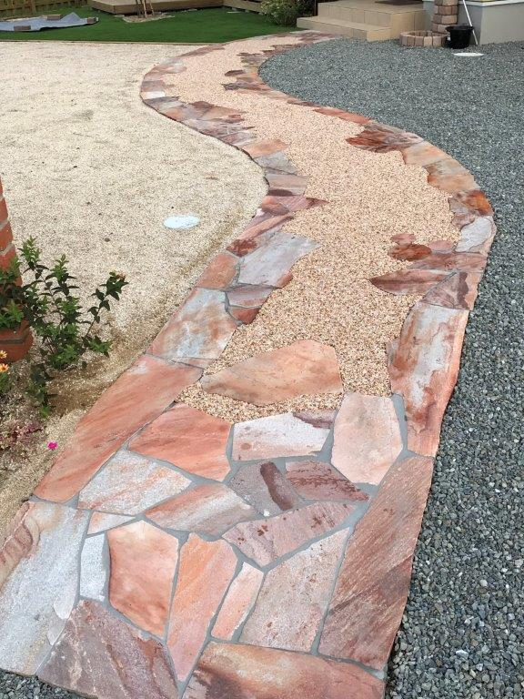 天然石のアプローチ