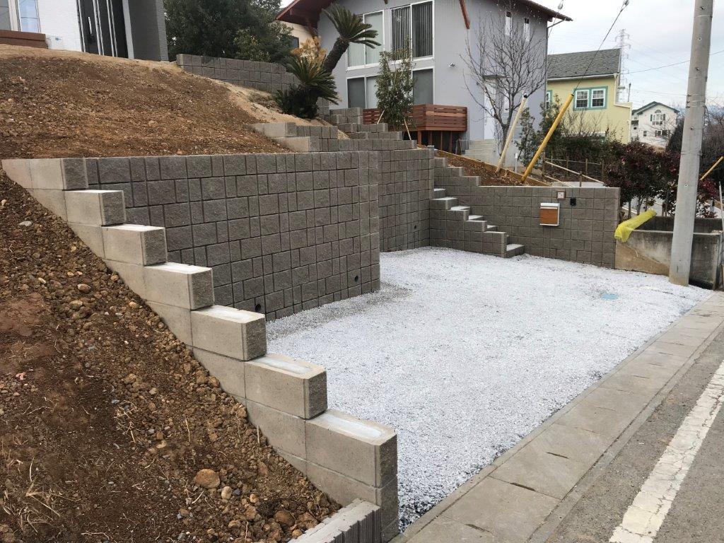 型枠式ブロックを使ったユニット擁壁